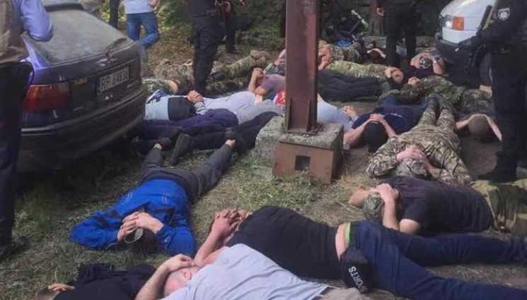 Боевыми патронами по людям …. В Киеве скандальный нардеп устроил стрельбу в детском саду. Причина возмутила всю Украину
