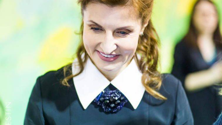 «Может себе позволить» Марина Порошенко поразила украинский вышивкой нежного цвета, сшитой на заказ. Глаз не отвести!