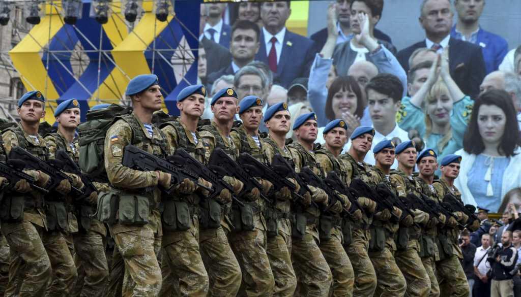 Да что это такое??? В центре Киева произошла новая беда, пострадавших спасали все прохожие