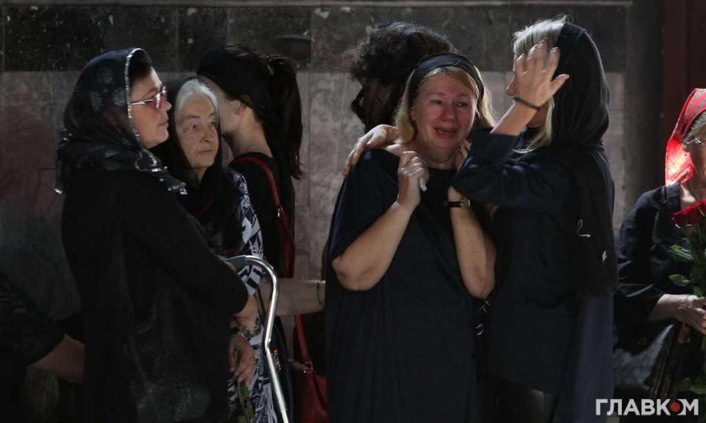Рыдают все … Как и кто прощался с погибшей Ириной Бережной, самые неожиданные политики страны. Зачем такие меры?