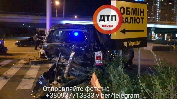 Разлетелось все в радиусе 25 метров. Масштабное ДТП в Киеве, от авто осталось только … Эти фото пугают!