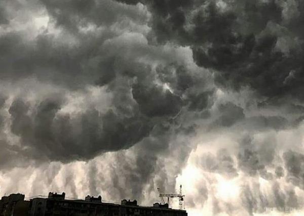Осень уже к нам пришла… Синоптики не просто предупреждают, а бьют тревогу, на нас надвигается страшный циклон