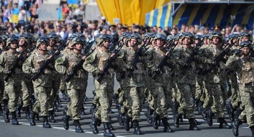 «Совпадение?» Порошенко на параде в Киеве демонтративно не пожал руку главе… В чем же причина такого позорного поступка?