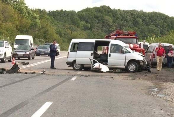 Кровавый боулинг на дороге: Подробности УЖАСАЮЩЕГО ДТП в Винницкой области, там от авто остались только…
