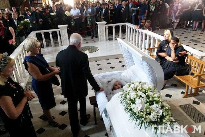 А он что там забыл ?: В Сети появились первые фото с похорон Ирины Бережной. Только посмотрите, кто пришел проститься с нардепом
