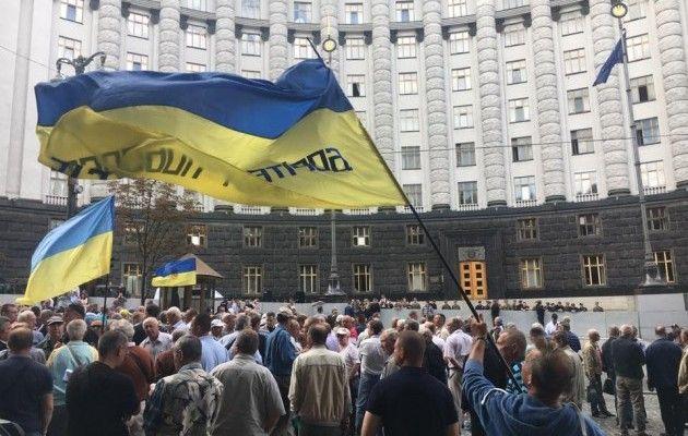 Там ТАКОЕ творится!!! Просто сейчас в Киеве происходит страшный массовый протест, причина касается каждого украинца