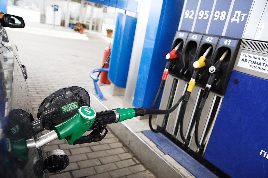 Сначала газ, теперь бензин! Новый шокирующий законопроект, который заставит всех водителей… Как теперь заправляться?