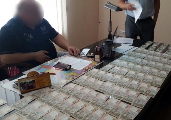 Попался, негодяй!!! В Харькове известного чиновника поймали на огромной взятке