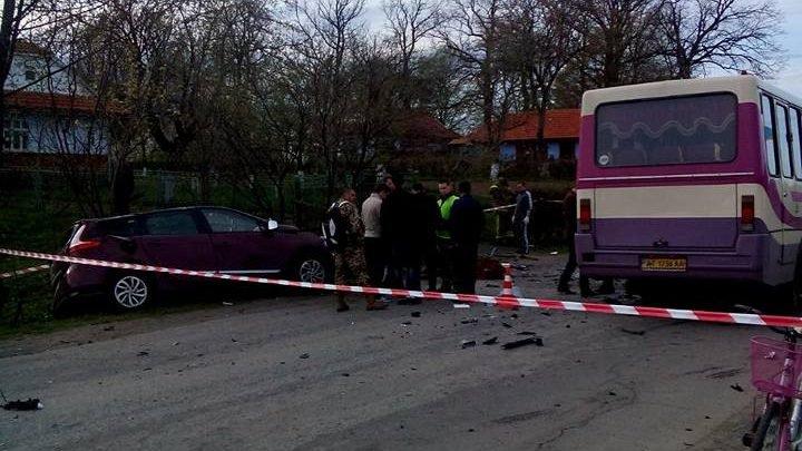 К Порошенко спешили Авто известного львовского депутата столкнулось с автобусом полным журналистов