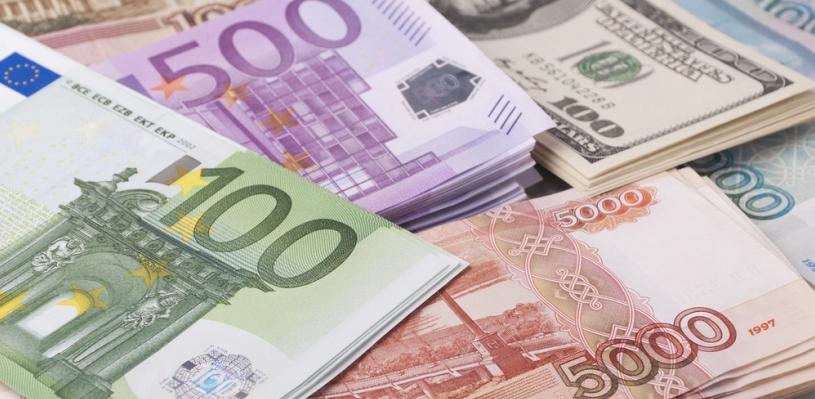 Что же это творится с курсом валют? В обменники ни ногой, это безумие какое-то …