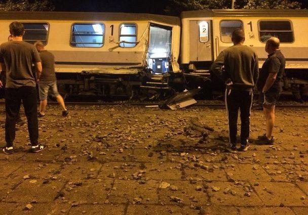 Более трехсот пассажиров… Столкнулись два поезда, большое количество пострадавших. Там творится настоящий кошмар
