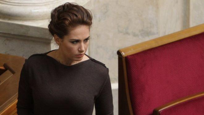 «Так вот в кого она»: А вы видели маму погибшей депутатки Бережной? В Сети появились шокирующие факты об этой неординарной личности