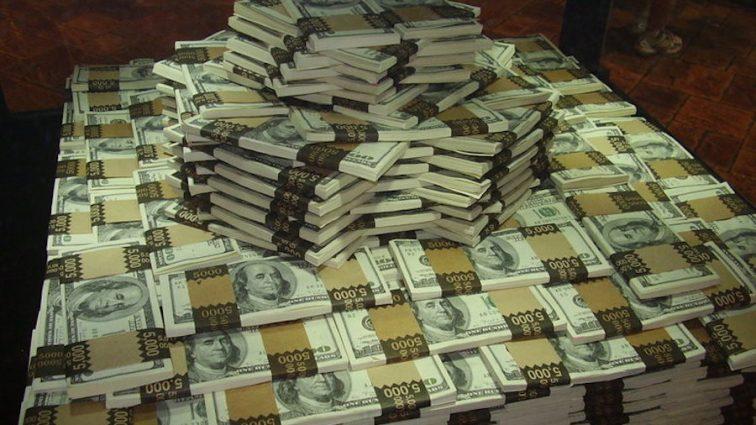 Таких денег даже президент не видел: из госслужащих бьет рекорды в Украине по премиям
