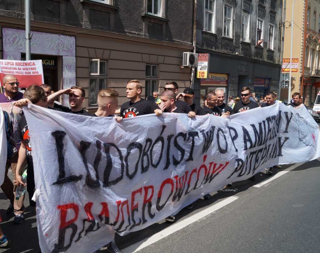 «Українці геть!» Новые правила трудоустройства для наших сограждан в Польше. Так нам там рады?
