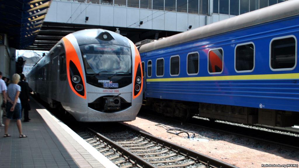 «Кто билет купил в кассе, тот пешком идет по трассе …»: новый конфуз с поездом «Укрзалізниці» шокировал пассажиров