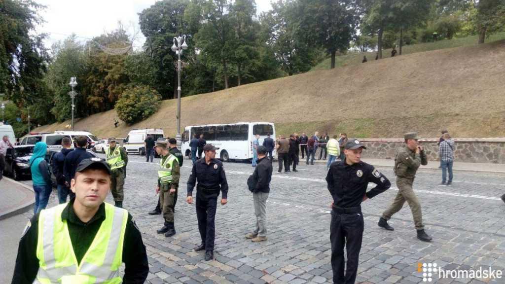 СРОЧНО! В центре Киева, возле Кабмина прогремел мощный взрыв. Там сейчас такое происходит, что словами не описать