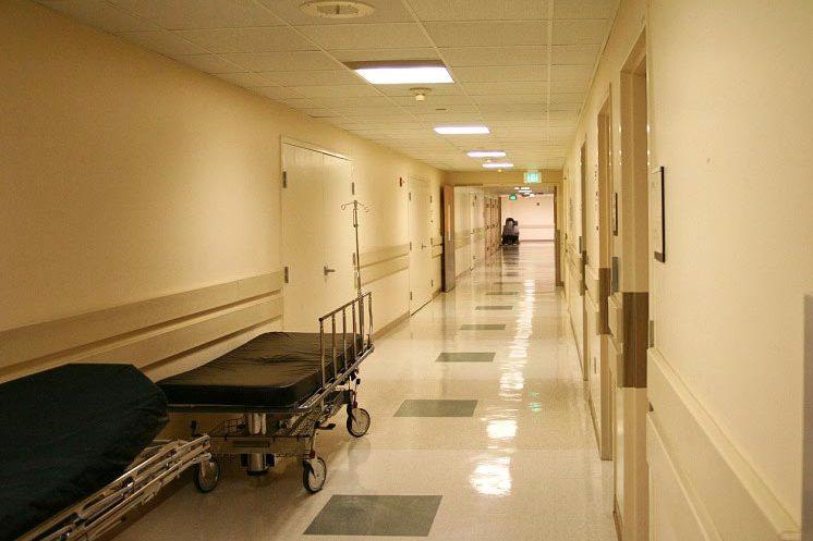 Кровь фонтаном: Пациент на приеме жестоко зарезал врача, а потом… Подробности шокируют