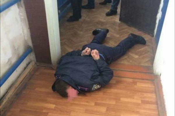 Вы таких денег за всю жизнь еще не видели: в Ужгороде поймали полицейского на такой взятке, что глаза на лоб лезут