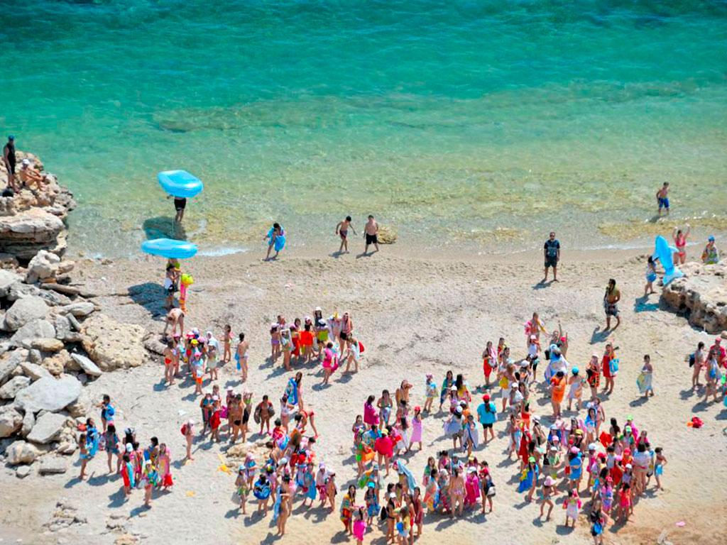 «Будем на вас нападать»: то, что совершили российские дети на известном мировом пляже шокировало всех, это просто ужас