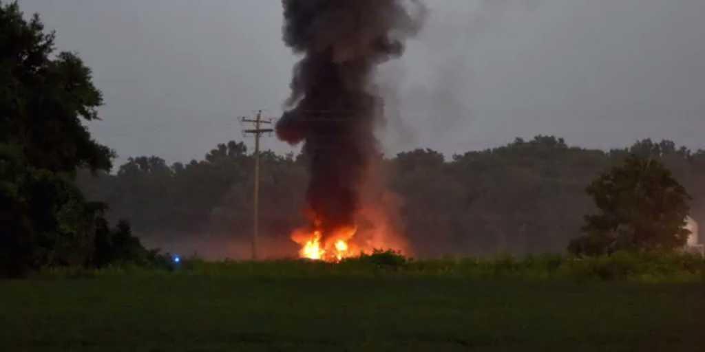 Самолет упал на летний лагерь с детьми: шокирующие кадры трагедии (фото)