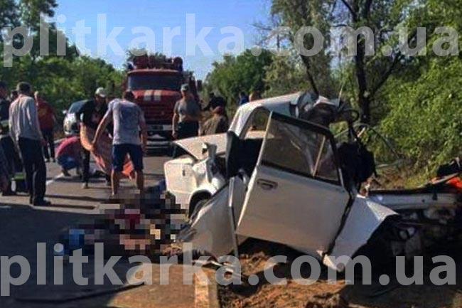 Авто разорвало пополам!!! Между Ужгородом и Мукачево произошло страшное ДТП, такого ужаса вы еще не видели