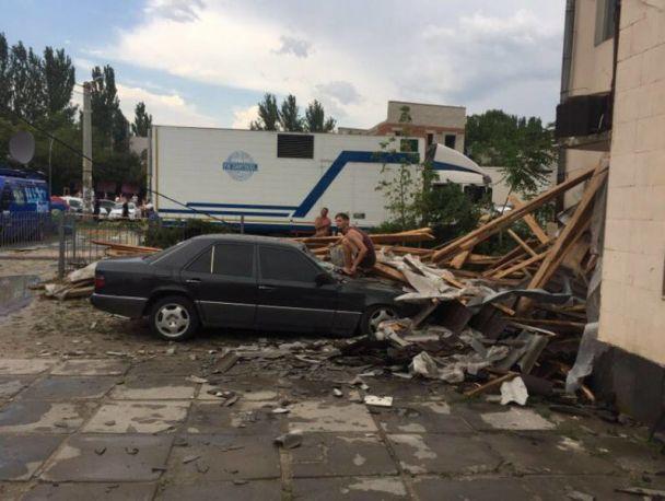 ПРОСТО УЖАС! На Херсонщине порывом ветра перевернуло грузовик, раздавило человека