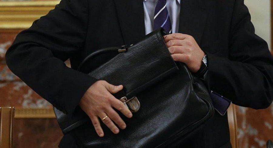 Маршруткой дорого: Известный чиновник добирается на работу… Он побил все рекорды бесстыдства