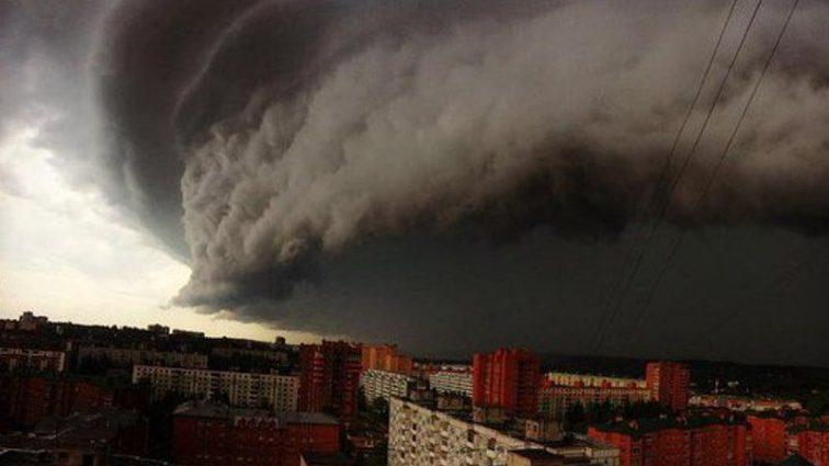 СРОЧНО! Сокрушительный шторм в Днепре. От последствий непогоды придут в себя не скоро (ВИДЕО)