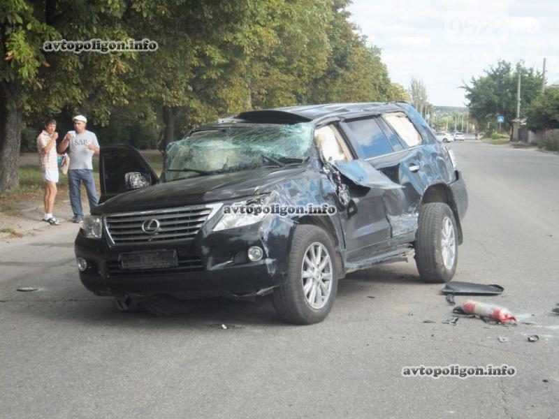 И мокрого места не осталось: в Одесской области водитель Лексуса переехал женщину