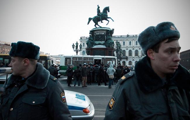 В центре Москвы грузовик переехал толпу людей. Среди пострадавших известная певица. Там такое творилось, что словами не описать