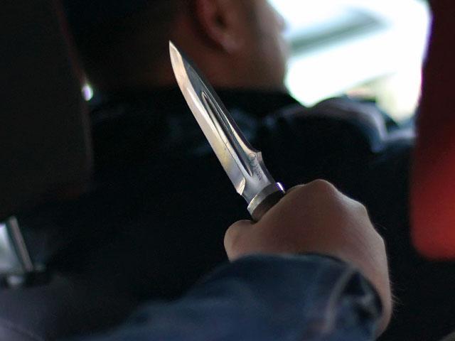 Шокирующий случай в Харькове: неизвестные с ножом напали на таксиста и отобрали у него деньги