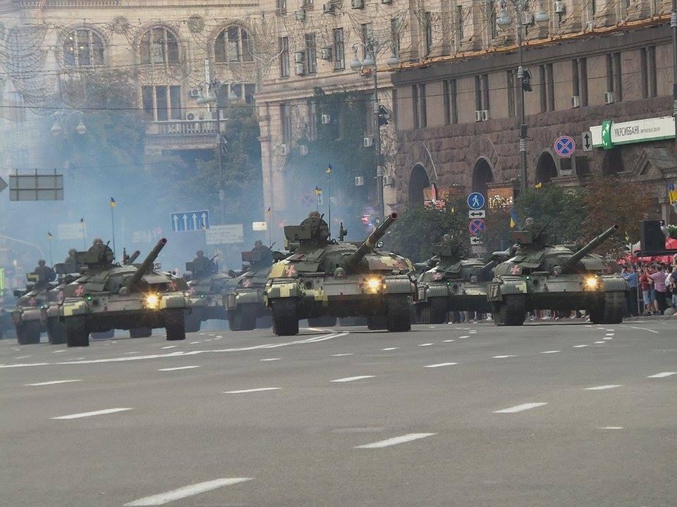 Страшная толкотня и полиция: в столице на параде происходят страшные вещи
