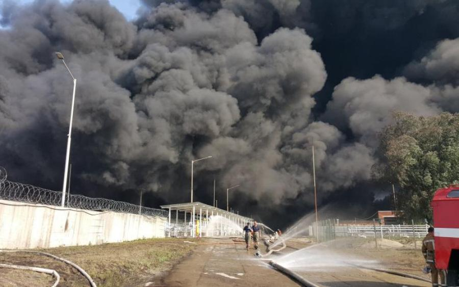 Пылает все вокруг! Сверхмощную пожар в Николаеве не могут погасить: жуткие кадры