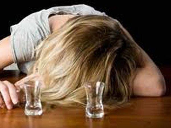 «Пьяная мать не пускала врачей к ребенку …» То, что увидели патрульные в доме в голове не укладывается