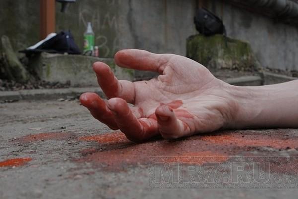 «Охранник с ножевыми и девушка с перерезанным горлом»: В Киеве на территории школы нашли два замученных тела. Детали ужасают