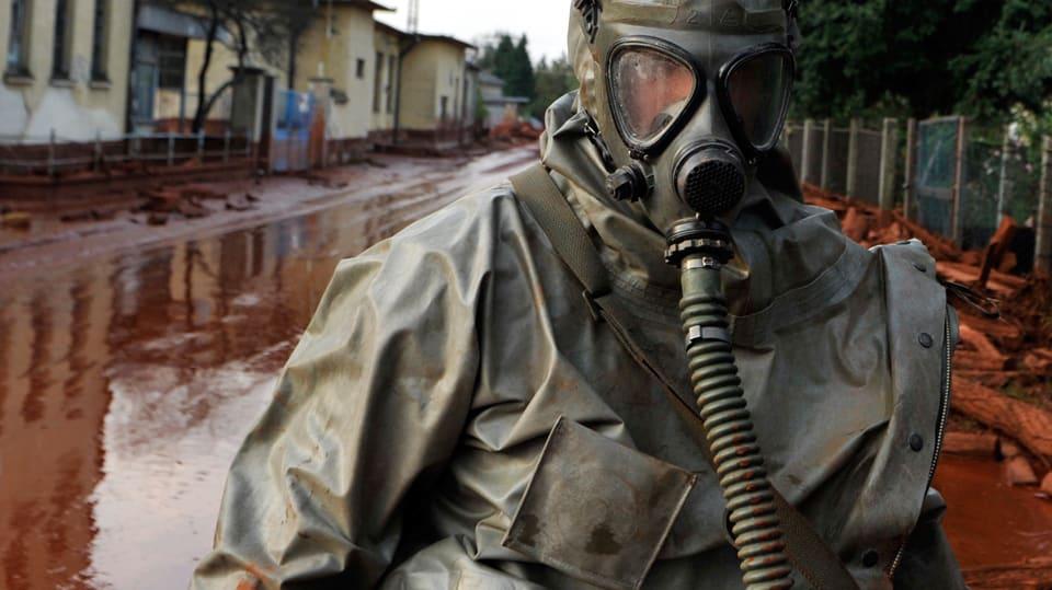 «До крови из носа и тошноты»: В Донецке люди задыхаются от трупного запаха. Что же там происходит?