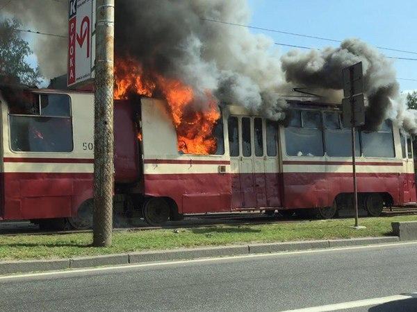 В центре Львова загорелся новенький трамвай… Подробности шокируют