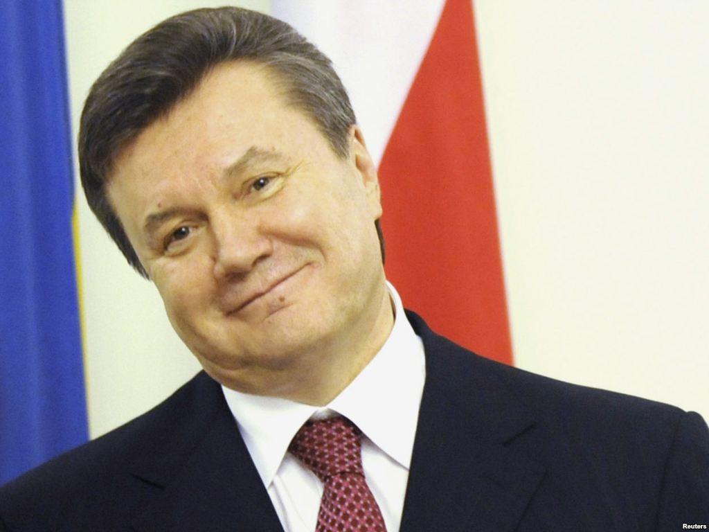 Держит украинцев за дураков? Адвокат показал письма Януковича с слезной просьбой о помощи