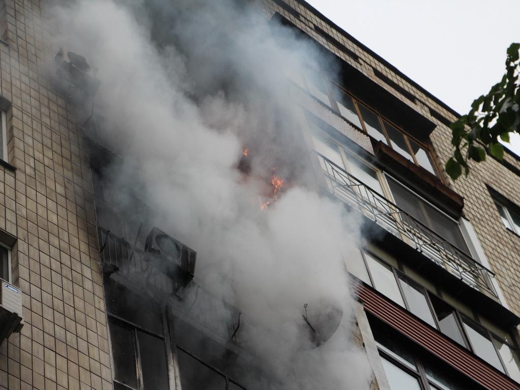Что там только творилось!!! В Полтаве в многоэтажке произошел страшный пожар