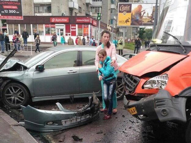 Страшное зрелище: во Львове произошла жуткая ДТП с участием маршрутки