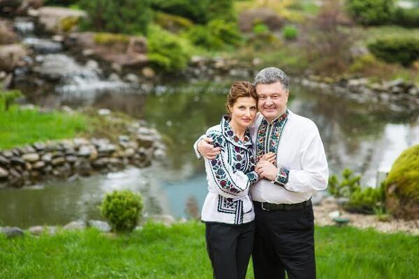 Какая же лучше? Порошенко показал фото с женой, Дональдом и Меланиею Трампами. Сеть взорвалась спором чья же первая леди красивее