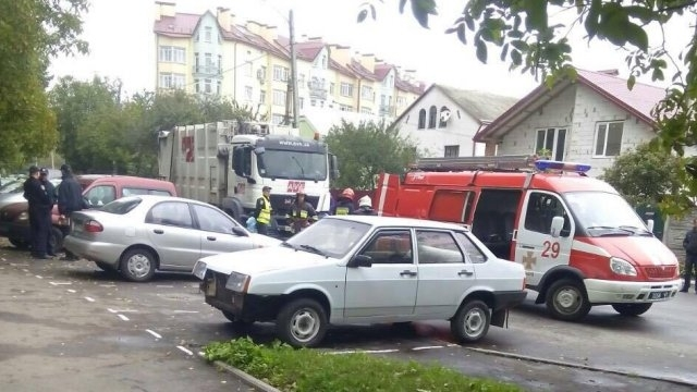 Их просто раздавило: во Львове две женщины попали под мусоровоз, только мокрое место осталось