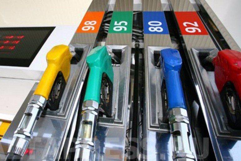 Будем заправляться святой водой! Цены на бензин снова растут. Откуда такие цифры?