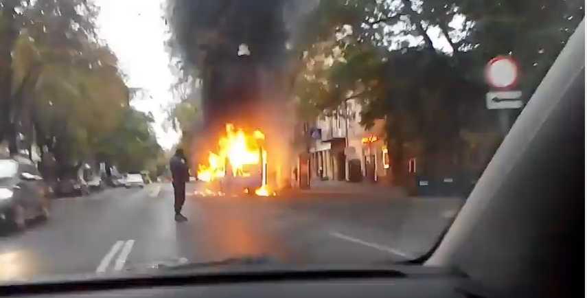 Настоящий ад!!! В Чернигове на ходу вспыхнула переполненная людьми маршрутка