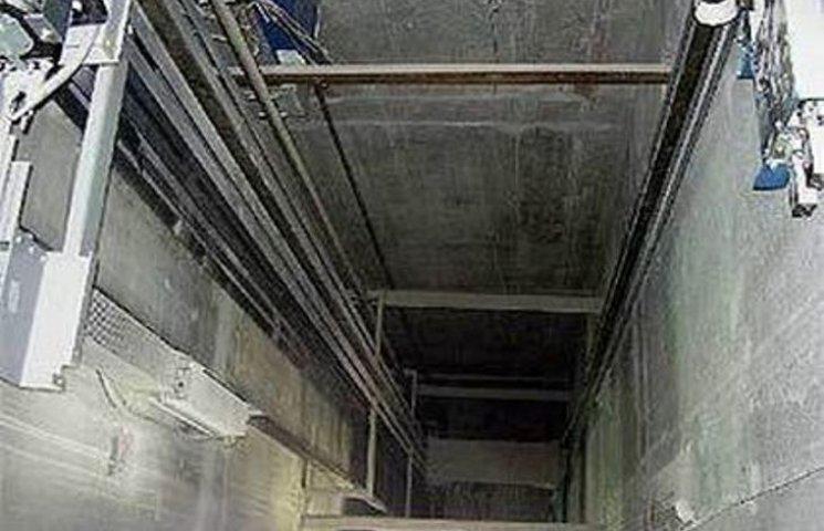 Просто в голове не укладывается!!! В Херсоне упал лифт с детьми аж с 5-го этажа, кто ответит?