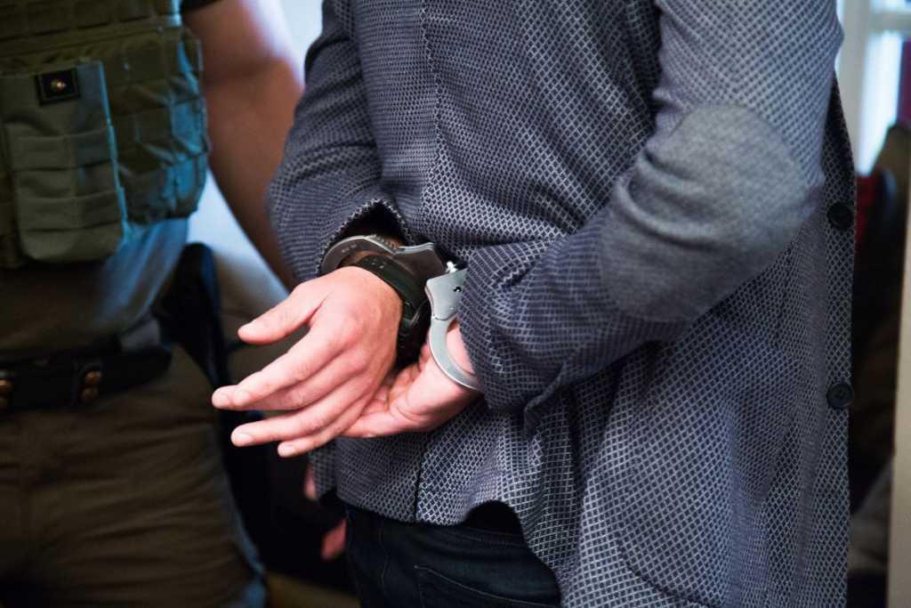 «Демонстрировал свой обнаженный половой орган и…»: Депутата задержали за развращение детей. Детали преступления поражают