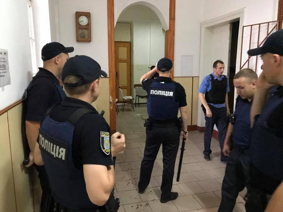 Какой кошмар!!! В одной из школ Львова нашли окровавленное тело, от подробностей мороз по коже