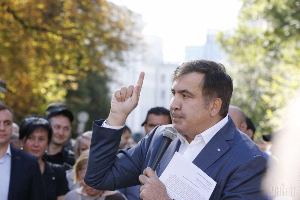 «Почему мы это позволяем?»: Саакашвили возмущен подарком от Путина на день рождения Порошенка