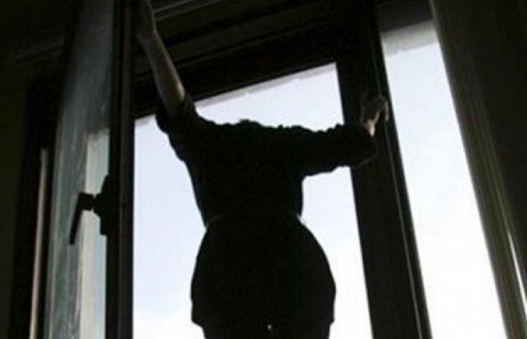 Она еще такая молодая!!! Во Львове молодая женщина выпала из окна многоэтажки, детали вас потрясут