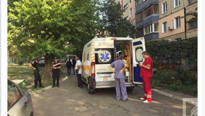 Внимание всех родителей!!! В Мелитополе маленький мальчик выпал из окна многоэтажки и разбился насмерть, а все из-за…